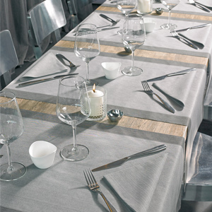 Elegance Face to Face table runner and napkin in Grey